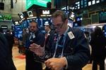 Thị trường chứng khoán toàn cầu diễn biến trái chiều