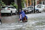 Mưa lớn gây ách tắc cục bộ trên một số tuyến phố Thủ đô