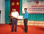 Cảnh sát biển trao tặng khẩu trang, nước sát khuẩn chống dịch COVID-19 cho nhân dân Cà Mau