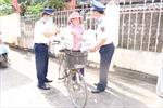 Cảnh sát biển hỗ trợ ngư dân bị ảnh hưởng bởi dịch COVID-19
