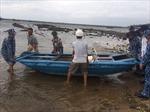 Cảnh sát biển giúp ngư dân đối phó với ảnh hưởng của bão số 5