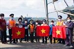 Cảnh sát biển đồng hành với ngư dân huyện đảo Bạch Long Vĩ
