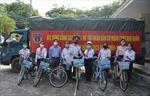 Cảnh sát biển tặng quà hỗ trợ nhân dân bị ảnh hưởng của dịch COVID-19