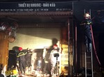Cháy lớn cửa hàng kinh doanh phụ tùng ô tô, người dân hoảng sợ bỏ chạy