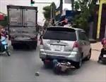 Rượt đuổi xe ô tô 7 chỗ gây tai nạn như 'phim hành động'
