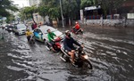 Mưa mịt mù, hàng loạt tuyến đường TP Hồ Chí Minh biến thành sông