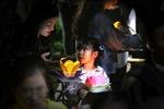 Sông Sài Gòn lung linh đèn hoa đăng trong ngày lễ Vu Lan báo hiếu