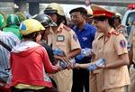 Lý do bất ngờ việc người dân trên đường về quê đón Tết được Cảnh sát giao thông mời dừng lại