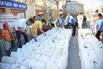 Chở nước sạch từ TP Hồ Chí Minh về 'giải cứu' người dân vùng hạn, mặn
