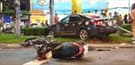 Nữ tài xế mất lái, đâm liên hoàn 8 xe máy, 5 người bị thương