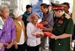 Hội nạn nhân chất độc da cam TP Hồ Chí Minh trao quà Tết cho nhân dân vùng biên
