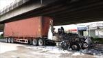 Xe container cháy rụi dưới gầm cầu Phú Mỹ
