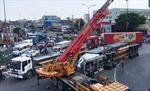 Lật xe container giữa ngã 4 Bình Phước, giao thông tê liệt