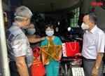 Thứ trưởng Nguyễn Trường Sơn tặng quàTrung thu cho các thiếu nhi mồ côi do dịch COVID-19