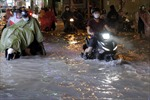 Mưa to kéo dài, nhiều ngả đường TP Hồ Chí Minh ngập nặng