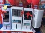 TP Hồ Chí Minh: Nắng nóng kéo dài, hàng điện lạnh 'tăng nhiệt'