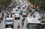 Chiều 28 Tết, người dân đổ ra sân bay, nhà ga, bến xe để về quê đón Tết Nguyên đán