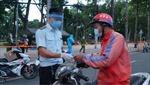 Người dân phải mang thẻ, giấy phân công nhiệm vụ khi lưu thông trên đường tại TP Hồ Chí Minh
