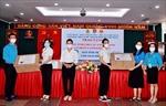 TP Hồ Chí Minh tặng các thiết bị học tập cho học sinh có hoàn cảnh khó khăn