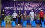 Hàng ngàn túi quà an sinh tiếp tục đến với người dân TP Hồ Chí Minh