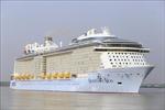 Du thuyền 5 sao hiện đại nhất thế giới cập cảng Phú Mỹ