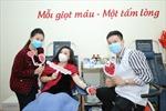 NSƯT Tố Nga đi hiến máu tình nguyện giữa dịch virus Corona
