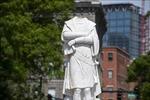 Người biểu tình kéo đổ tượng Christopher Columbus ở thành phố Baltimore