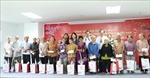 Phó Chủ tịch nước Đặng Thị Ngọc Thịnh tặng quà cho đối tượng chính sách tại Long An