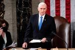 Cựu Phó Tổng thống Mike Pence chuyển giao báo cáo phòng chống COVID-19