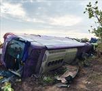 Lật xe khách trên đường Hồ Chí Minh, trên 40 người bị thương