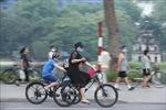 Người dân Hà Nội phấn khởi khi vườn hoa, công viên mở cửa trở lại