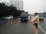 Kiểm soát chặt tại những chốt trực đo thân nhiệt người tham gia giao thông trên quốc lộ