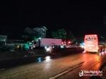 Sang đường vẫy taxi về nhà, người đàn ông bị xe tải tông tử vong