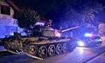 Người đàn ông say xỉn lái xe tăng Liên Xô đi 'hóng gió'