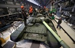 'Đột nhập' nhà máy sản xuất xe tăng T-72B3 của Nga