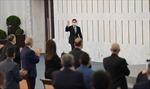 Tổng thống Syria đang phát biểu phải tạm nghỉ vì tụt huyết áp