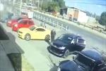 Cảnh nhiều tay súng bắt cóc quân nhân giữa ban ngày ở Mexico