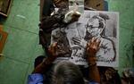 Hãng thông tấn Pháp đưa tin về nghệ nhân Việt Nam biến lá sen khô thành tranh