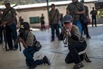 Bạo lực khiến trẻ em Mexico phải học dùng súng chống tội phạm