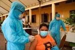 Campuchia tiêm tăng cường mũi vaccine COVID-19 thứ ba cho người dân