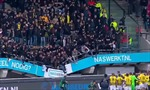 Video cổ động viên bóng đá Hà Lan nhảy nhót ăn mừng làm sập cả khán đài