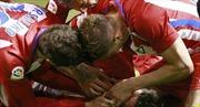 Torres bất tỉnh sau chấn thương kinh hoàng, suýt tự cắn lưỡi
