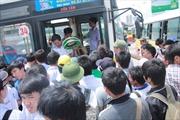 Sĩ tử vật vã với xe buýt trong ngày thi cuối