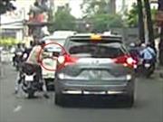 Táo tợn cướp gương chiếu hậu ôtô giữa phố Sài Gòn