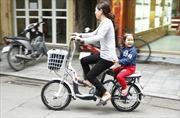 Thừa cơ xăng đắt, xe đạp điện 'lên ngôi'