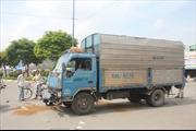 Xe tải đâm 3 xe máy, 4 người thương vong