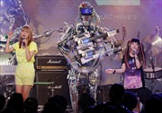 Ban nhạc robot biểu diễn rock tại Nhật