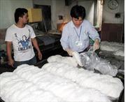 Xử phạt 4 cơ sở làm bún sử dụng chất Tinopal