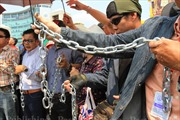 Phe 'áo đỏ' Thái Lan bao vây Ủy ban Chống tham nhũng