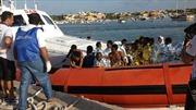 Hải quân Italy cứu hàng trăm người nhập cư châu Phi